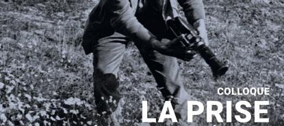 Un homme avec un caméra dans les mains dans un champ